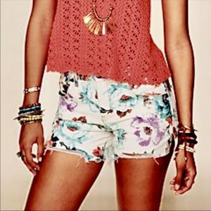 🌻🌸Free People Floral Denim Cotton Shorts🌻🌸